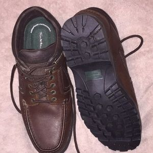 Men's low top Thom McAn lace up boots